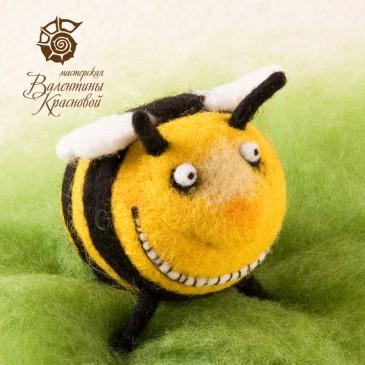 Веселый пчёл